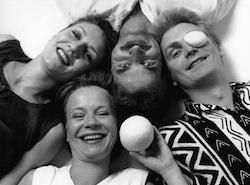 90erne: Med livet i hænderne. F.v: Anna Reumert, Gitte Naur, Ole Rasmus Møller, Jens Nørremølle. Foto: Brita Fogsgaard
